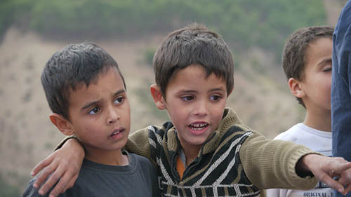 deux enfants lors du projet Nawak Production