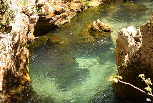 eau limpide d'une rivière lors du séjour astronomie dans les Cévennes. Astronomie en France