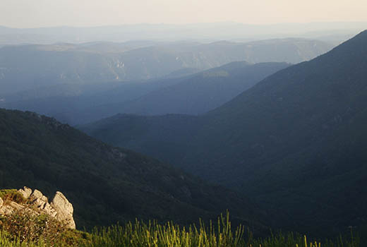 paysage de montagnes lors du séjour astronomie dans les Cévennes. Astronomie en France