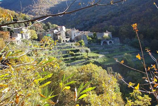 Petit village lors du séjour randonnée et méditation dans les Cévennes randonnée meditation