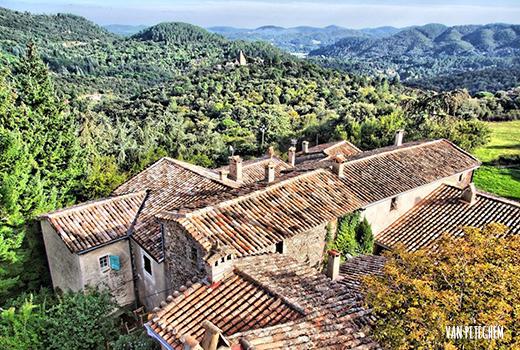 Village pittoresque lors du séjour adapté au handicap mental en France