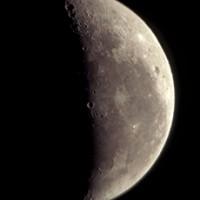Observation du ciel : gros plan sur la lune