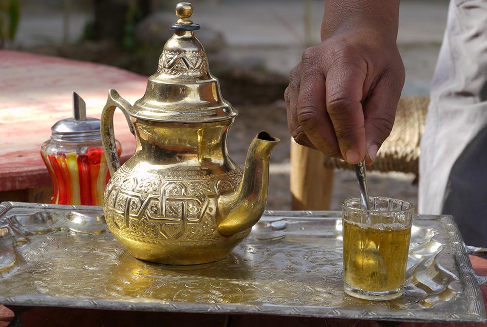 Rituel du thé à la menthe, lors du séjour Ascension du Toubkal