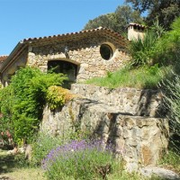 Belles maisons en pierre lors du séjour adapté au handicap mental en France