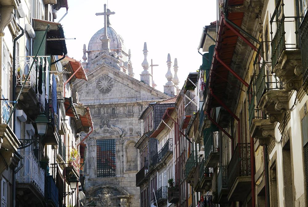 Eglise dans le centre de Porto