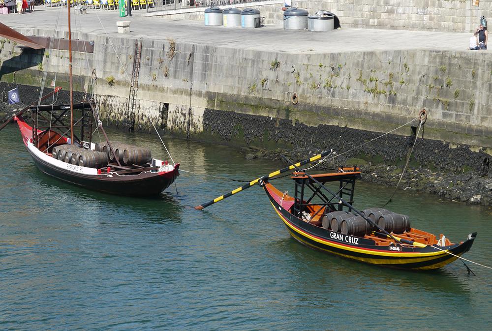 Barques sur le fleuve à Porto
