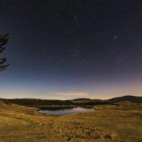 Lac des Pises sous les étoiles