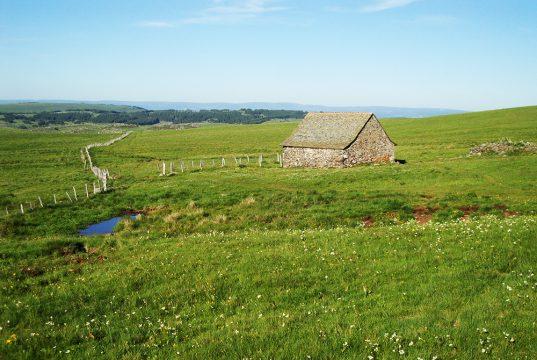 belle maison en pierre traditionnelle de l'Aubrac