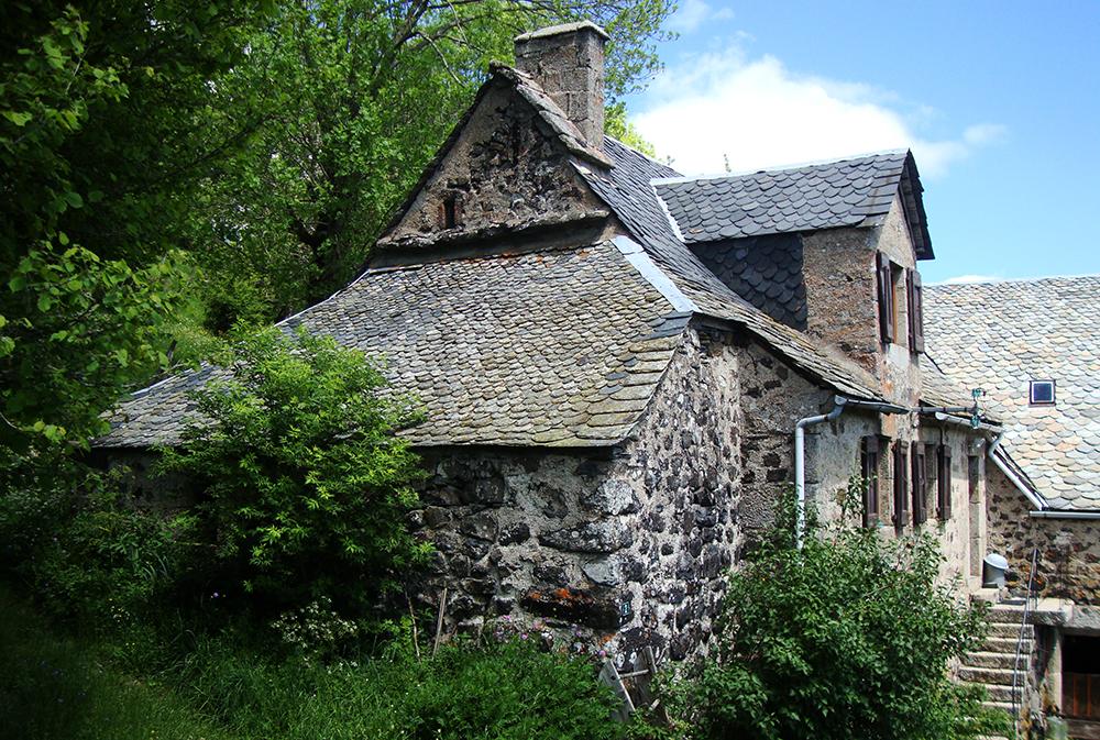 Belle maison en pierres traditionnelle de l'Aubrac, à Saint Urcize