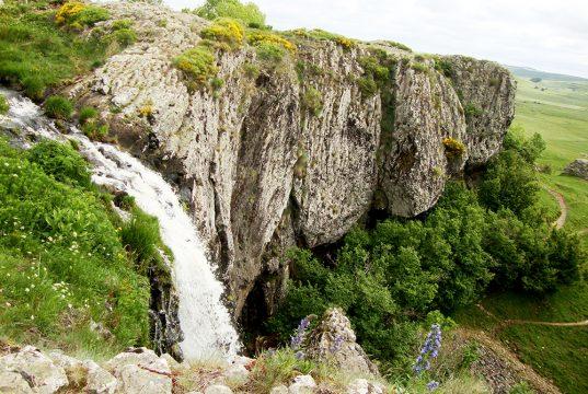 La cascade du Déroc dessinée sous toutes les coutures durant notre séjour dessin sur l'Aubrac