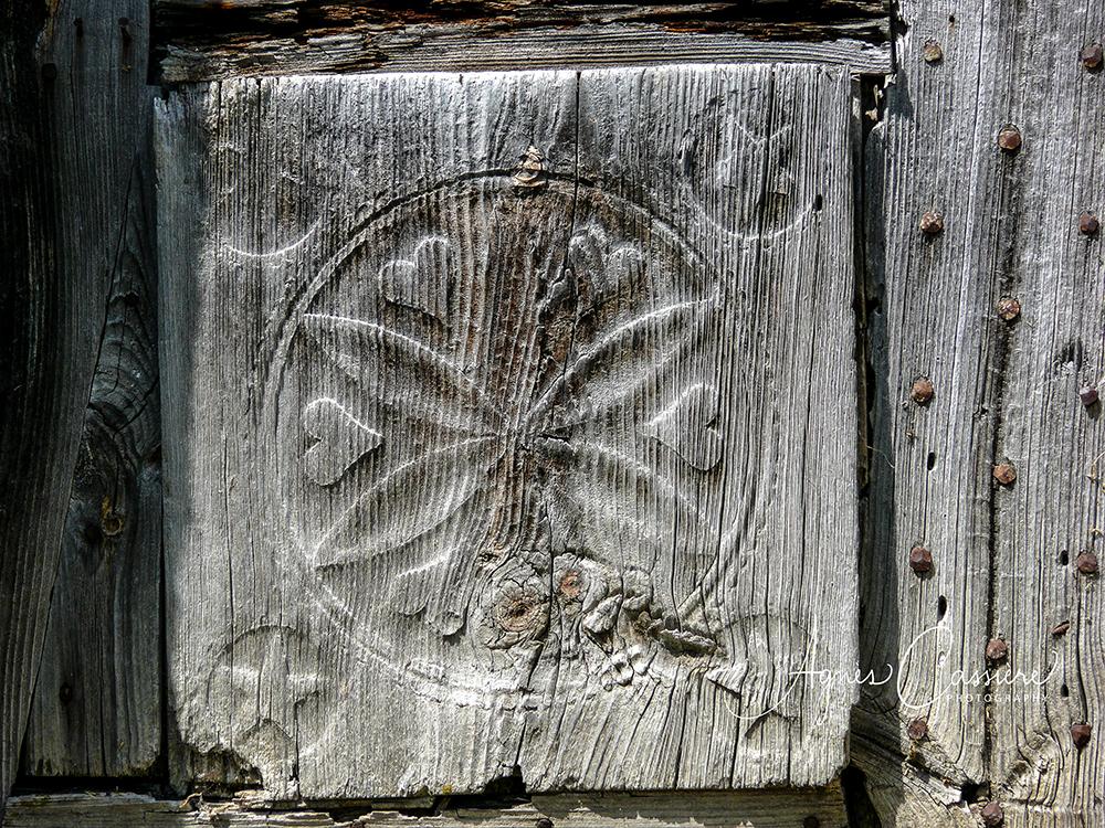 Détail de porte en bois